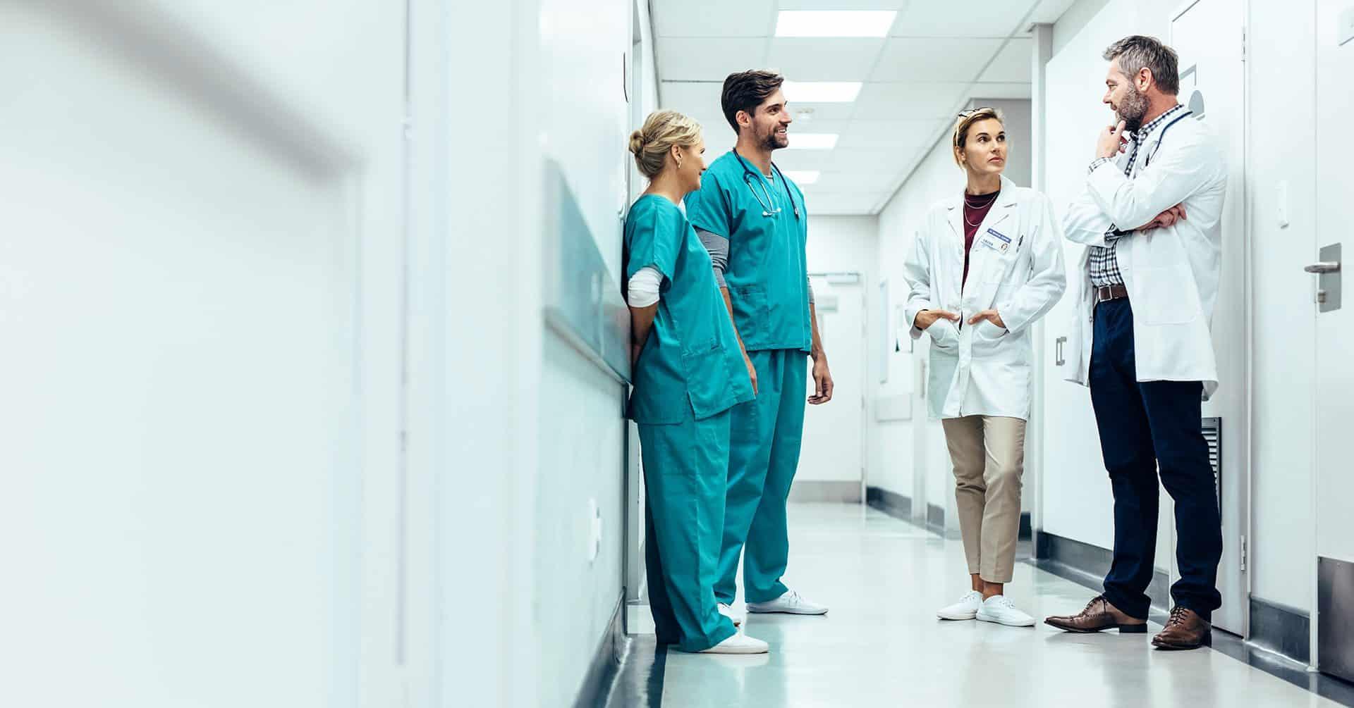 Ärzte der MEDICLIN im Flur